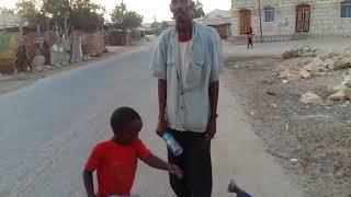 Daawo, Wado Baabuurtu Xawli Ku Marto Berbera  iyo Caruurta Oo Halis Ku Gasha, Dadka