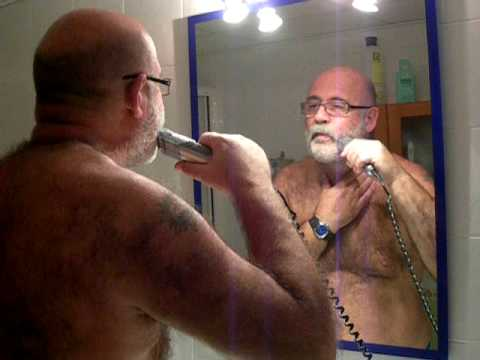 Grizzly Daddy Bear Making His Thick Beard. video