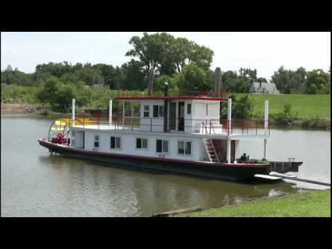 Butch Williams Builds A Paddlewheel Boat