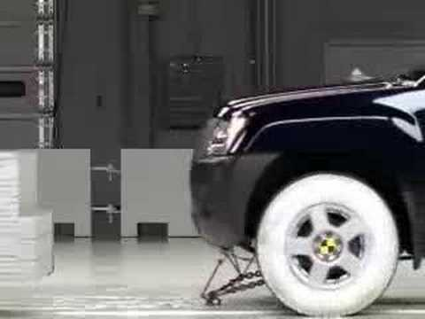 Crash Test 2007 Nissan Xterra (Front Impact) IIHS Video