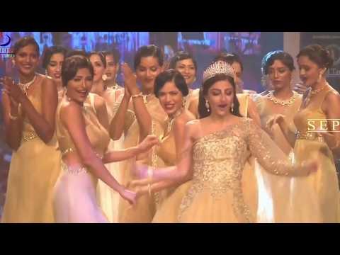 Oops Moment Soha Ali Khan Dress Slips On Ramp !!