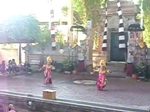 Pendet Dance (Tari Pendet) - Bali Indonesia