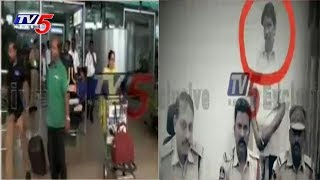 Fake CBI Officer Caught In Shamshabad Airport | 26 Lakhs Seized