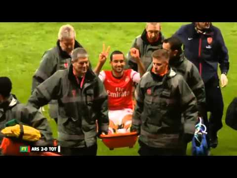 Theo Walcott smile make Tottenham fans angry while leaving Arsenal vs Tottenham 2-0
