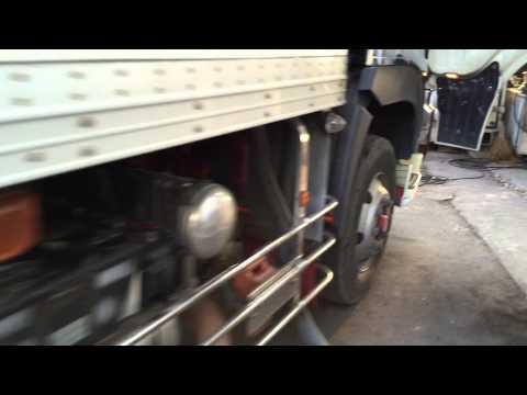Caminhão japonês com câmara fria