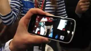 Nokia 808 - 41-megapixel camera; Belle OS, 4-inch display-- we go hands-on MWC.flv