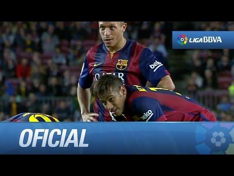 Messi bromeando con Neymar y Adriano antes de un lanzamiento de falta