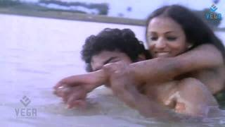 Nalini Fun With Shankar In River : Jaathi Pookal