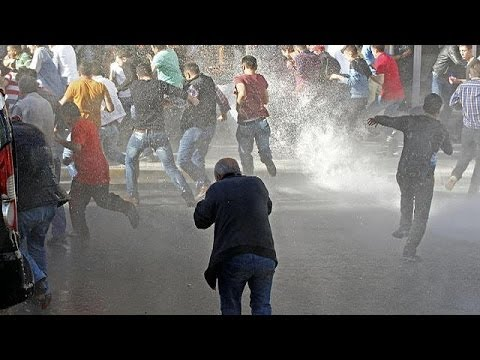 Turkey: Police crack down on protesters in mining tragedy town