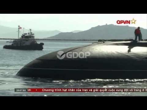 Tàu ngầm Kilo Hà Nội HQ-182 cập cảng Cam Ranh
