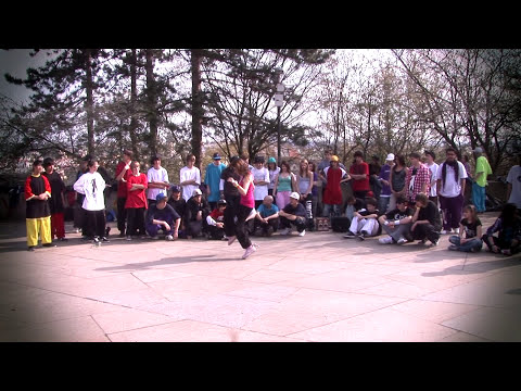 Ladies c-walk freestyle dubstep dance in Prague 2011 So'Fly