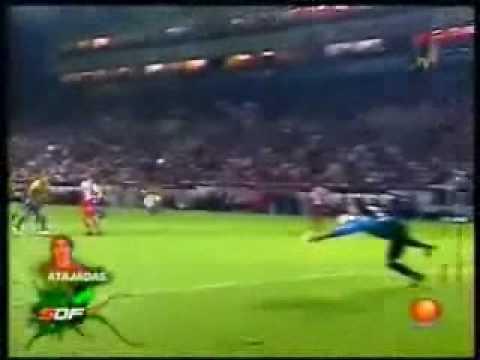 Memo Ochoa - Varias Atajadas Video
