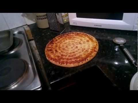 How To Cook A Pizza W/ Samuola123