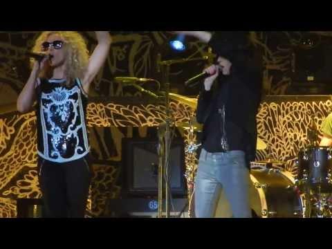 Little Big Town - Pontoon (live)  Budweiser Gardens London, Ontario Canada video