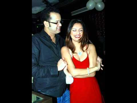 Rahul Mahajan intimates with Dimpy Ganguli in a Party