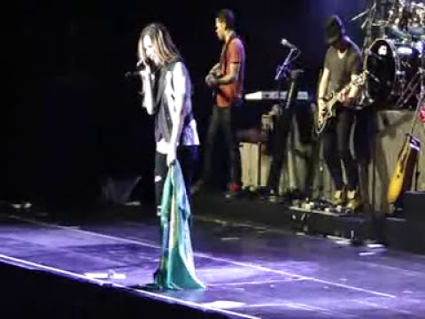 Demi Lovato - Give Your Heart A Break & Unbroken (BH, Brazil)