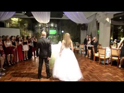 Sofía 15 años,  vals con baile sorpresa con su papá.