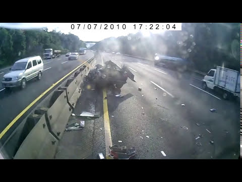 Accidente de coche en autopista