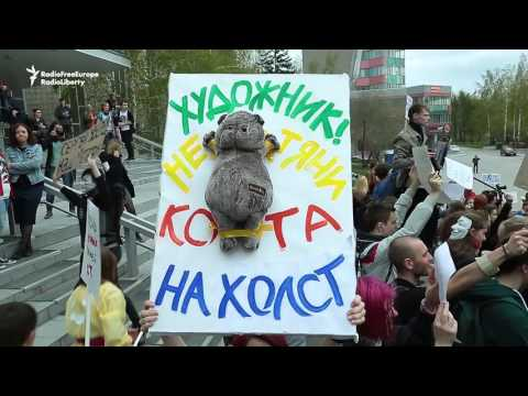 Martians And 'Free Insults' At Absurd Parade In Russia