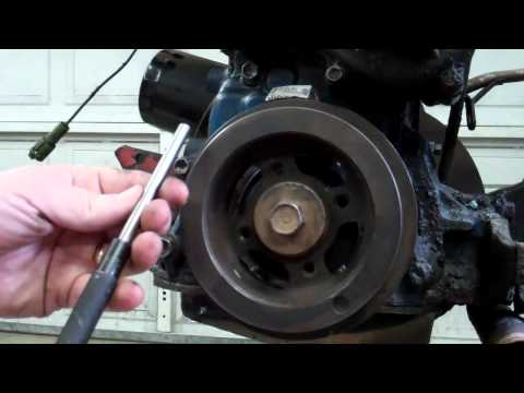 How to Remove Stubborn Toyota 20R - 22R - 22RE Crankshaft Pulley Bolt 1979 - 1995