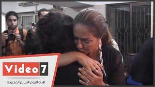 بالفيديو.. ليلى علوى تواسى زوجة سعيد مرزوق بـ« الدموع »