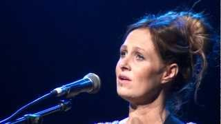 Watch Kasey Chambers The Captain video