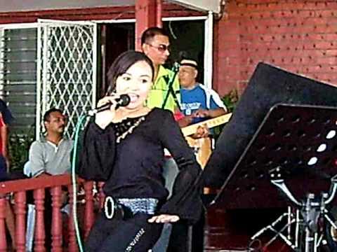 Awek Seksi Cun goyang maut menari di Rumah Kenduri