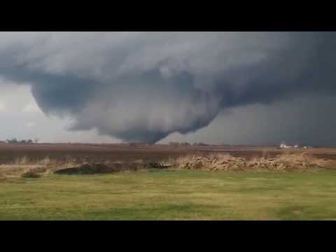 Huge Tornado That Hit Rochelle 4/9/15 at 5:50pm Just before Grubsteakers demolished