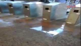 كارثة ..  محطة مترو حدائق المعادى تغرق فى شبر ماية
