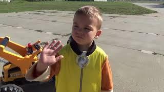 The Plane Broken Down FUNNY BABY Ride on POWER WHEEL Tractor Excavator Funny baby