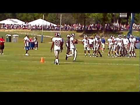 Victor Cruz 1 Handed Catch 8.6.12 Giants Camp