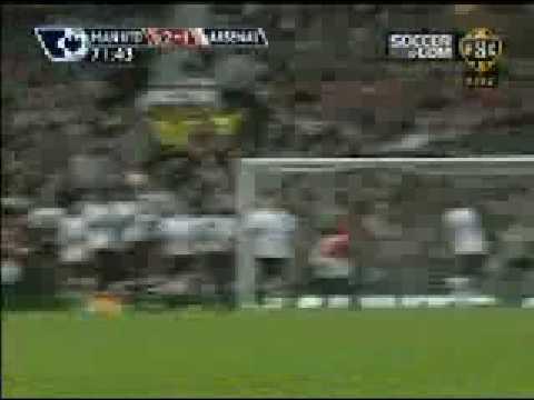 HARGREAVES amazing free kick goal MAN UTD vs ARSENAL