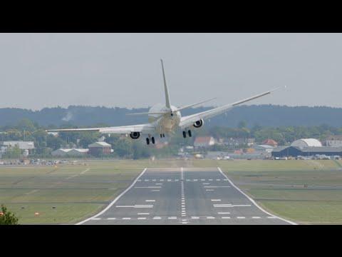 Combat crosswind landing US Navy P-8 Poseidon Boeing737