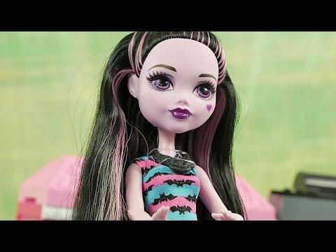 Wampistyczne fryzury Draculaury | Monster High i Barbie | Bajki dla dzieci