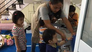 MẦM NON SONG NGỮ -  KIDSVILLE VIỆT NAM - Cô Lerma hướng dẫn các em rửa tay