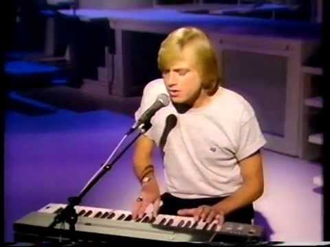 JUSTIN HAYWARD-BUDDY HOLLY MEDLEY+RUNNING WATER-THE LEO SAYER SHOW-BBC 2-13.FEB.1983.PT.2