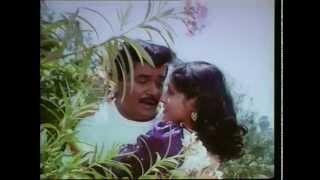 Tu Sukhkarta – ''Preetichya Pakhra Yena'' Full Song ft. Laxmikant Berde, Nishigandha Wad