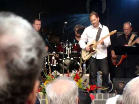 Some fools never learn - Steve Wariner live