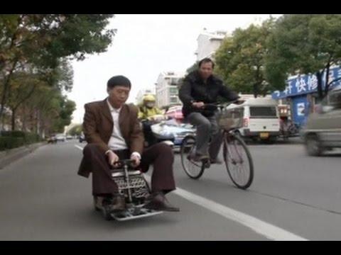 Pria Asal Tiongkok Merakit Kendaraan Mini