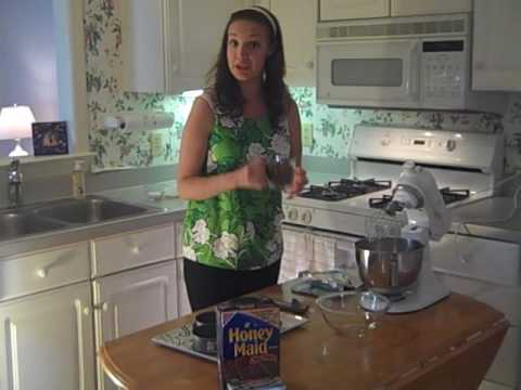 Mini Peanut Butter Cup Cheesecakes.wmv