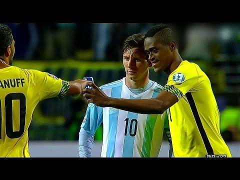 Jugador de Jamaica le pidió una selfie a Lionel Messi.