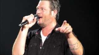 Blake Shelton Video - Danielle Bradbery surprises Blake Shelton fans, 4 min intro!