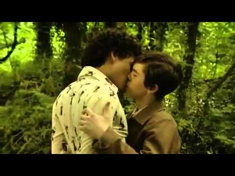 Freddie Highmore's Gay Kissing Scene in BBC's