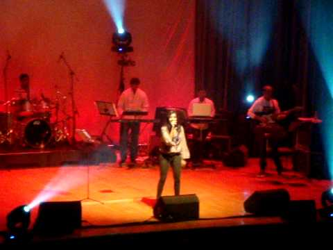 Shreya Ghoshal Live   Yeh Ishq Hai   Jab We Meet   London 2010...