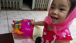 Kể chuyện cô bé quàng khăn đỏ - bé Muội 2,5 tuổi