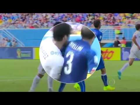 [ VINE ] Luis Suárez bites Giorgio Chiellini italy uruguay vines close up