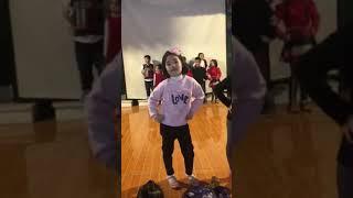 Người mẫu nhí- hậu trường tập luyện của các bé