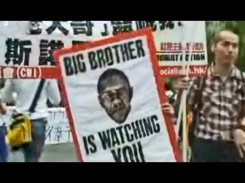 Hong Kong desoye las peticiones de EEUU y permite a Snowden huir a Moscú