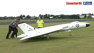 GIANT SCALE RC VULCAN XH558 (4 JET ENGINES and 20FT WINGSPAN)
