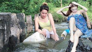 Viral Traditional Fishing Video 2017 - Amazing Beautiful Girl Spearfishing - Fish Trap